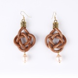 Twisted earrings with freshwater pearl